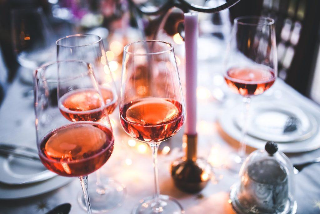Glas rosé bij diner - De 5 beste roséwijnen van de Côte d'Azur